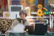 Антрополог Кэрол Уортман выступает с докладом на международном симпозиуме «Эмори–Тибет». Мундгод, штат Карнатака, Индия. 18 декабря 2016 г. Фото: Тензин Чойджор (офис ЕСДЛ)