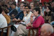 Индийские и зарубежные гости слушают доклады на второй день симпозиума «Эмори–Тибет». Мундгод, штат Карнатака, Индия. 19 декабря 2016 г. Фото: Тензин Чойджор (офис ЕСДЛ)