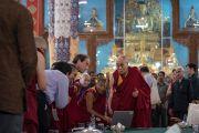 Его Святейшество Далай-лама благодарит докладчиков в конце второго дня симпозиума «Эмори–Тибет». Мундгод, штат Карнатака, Индия. 19 декабря 2016 г. Фото: Тензин Чойджор (офис ЕСДЛ)