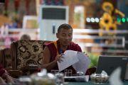 Геше Нгаванг Норбу рассуждает о происхождении жизни на Земле с буддийской точки зрения на второй день симпозиума «Эмори–Тибет». Мундгод, штат Карнатака, Индия. 19 декабря 2016 г. Фото: Тензин Чойджор (офис ЕСДЛ)