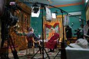 Санджай Гупта берет интервью у Его Святейшества Далай-ламы для телеканала Си-Эн-Эн в монастыре Дрепунг Лоселинг. Мундгод, штат Карнатака, Индия. 19 декабря 2016 г. Фото: Тензин Чойджор (офис ЕСДЛ)