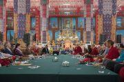 Участники конференции «Эмори–Тибет» обсуждают вопросы светской этики. Мундгод, штат Карнатака, Индия. 20 декабря 2016 г. Фото: Тензин Чойджор (офис ЕСДЛ)
