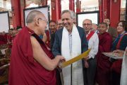 Его Святейшество Далай-лама благодарит участников конференции «Эмори–Тибет». Мундгод, штат Карнатака, Индия. 20 декабря 2016 г. Фото: Тензин Чойджор (офис ЕСДЛ)