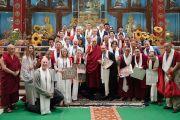Его Святейшество Далай-лама фотографируется на память с участниками конференции «Эмори–Тибет». Мундгод, штат Карнатака, Индия. 20 декабря 2016 г. Фото: Тензин Чойджор (офис ЕСДЛ)