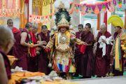 Оракул Нечунга в трансе во время подношения Его Святейшеству Далай-ламе молебна о долголетии. Мундгод, штат Карнатака, Индия. 21 декабря 2016 г. Фото: Тензин Чойджор (офис ЕСДЛ)