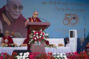 Его Святейшество Далай-лама выступает с речью на торжественной церемонии в честь 50-летия Центральной тибетской школы. Мундгод, штат Карнатака, Индия. 22 декабря 2016 г. Фото: Тензин Чойджор (офис ЕСДЛ)