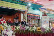 Ганден Три Ринпоче Джецун Лобсан Тензин выступает с речью на церемонии вручения монахиням дипломов геше-ма. Мундгод, штат Карнатака, Индия. 22 декабря 2016 г. Фото: Тензин Чойджор (офис ЕСДЛ)