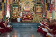 Его Святейшество Далай-лама читает вслух сочинения Чже Цонкапы во время церемонии Ганден Нгачо в монастыре Ганден Лачи. Мундгод, штат Карнатака, Индия. 23 декабря 2016 г. Фото: Тензин Чойджор (офис ЕСДЛ)