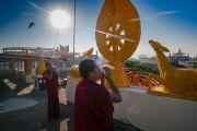 Монахи дуют в раковины, возвещая начало церемонии Ганден Нгачо в монастыре Ганден Лачи. Мундгод, штат Карнатака, Индия. 23 декабря 2016 г. Фото: Тензин Чойджор (офис ЕСДЛ)