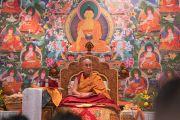 Его Святейшество Далай-лама дает пояснения по поэме наставника монастыря-университета Наланда Шантидевы «Путь бодхисаттвы» в первый день учений для буддистов России. Дели, Индия. 25 декабря 2016 г. Фото: Тензин Чойджор (офис ЕСДЛ)