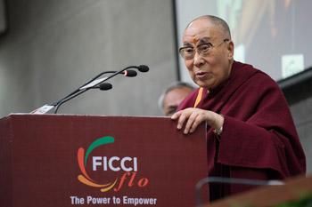 Далай-лама встретился с представительницами Федерации индийских торговых палат и промышленности и посетил Международную школу Матери