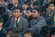 Некоторые из более двух тысяч школьников на встрече с Его Святейшеством Далай-ламой. Бодхгая, штат Бихар, Индия. 31 декабря 2016 г. Фото: Тензин Чойджор (офис ЕСДЛ)