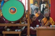 Монахи монастыря Палъюл Тхуптен Чойкхор Даргьелинг слушают Его Святейшество Далай-ламу. Бодхгая, штат Бихар, Индия. 31 декабря 2016 г. Фото: Тензин Чойджор (офис ЕСДЛ)