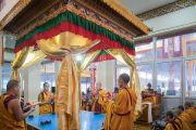 Монахи монастыря Намгьял вокруг павильона, в котором будет возведена мандала Калачакры. Бодхгая, штат Бихар, Индия. 2 января 2017 г. Фото: Тензин Чойджор (офис ЕСДЛ)