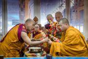 Его Святейшество Далай-лама и монахи монастыря Намгьял продолжают подготовительные церемонии в первый день посвящения Калачакры. Бодхгая, штат Бихар, Индия. 2 января 2017 г. Фото: Тензин Чойджор (офис ЕСДЛ)