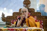Его Святейшество Далай-лама совершает ритуальные подношения во время подготовительных церемоний в первый день посвящения Калачакры. Бодхгая, штат Бихар, Индия. 2 января 2017 г. Фото: Тензин Чойджор (офис ЕСДЛ)