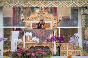 Его Святейшество Далай-лама дарует учения в первый день посвящения Калачакры. Бодхгая, штат Бихар, Индия. 2 января 2017 г. Фото: Тензин Чойджор (офис ЕСДЛ)