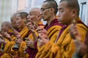 Монахи монастыря Намгьял участвуют в подготовительных церемониях в первый день посвящения Калачакры. Бодхгая, штат Бихар, Индия. 2 января 2017 г. Фото: Тензин Чойджор (офис ЕСДЛ)