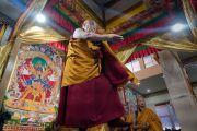 Настоятель монастыря Намгьял Тхомтог Ринпоче выполняет подготовительные ритуалы в павильоне мандалы. Бодхгая, штат Бихар, Индия. 3 января 2017 г. Фото: Тензин Чойджор (офис ЕСДЛ)