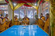 Монахи монастыря Намгьял совершают ритуальные подношения у павильона, где будет построена мандала Калачакры. Бодхгая, штат Бихар, Индия. 4 января 2017 г. Фото: Тензин Чойджор (офис ЕСДЛ)