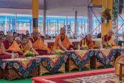 Старшие монахи слушают учения Его Святейшества Далай-ламы, предваряющие посвящение Калачакры. Бодхгая, штат Бихар, Индия. 5 января 2017 г. Фото: Тензин Чойджор (офис ЕСДЛ)