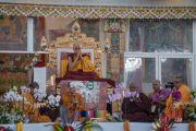 Монахи традиции тхеравада читают «Мангала Сутту» на языке пали перед началом учений Его Святейшества Далай-ламы, предваряющих посвящение Калачакры. Бодхгая, штат Бихар, Индия. 5 января 2017 г. Фото: Тензин Чойджор (офис ЕСДЛ)