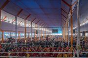 Вид на площадку учений Его Святейшества Далай-ламы, на которые прибыло более 100,000 человек. Бодхгая, штат Бихар, Индия. 6 января 2017 г. Фото: Тензин Чойджор (офис ЕСДЛ)