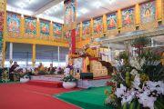 Вид на сцену в ходе третьего дня учений Его Святейшества Далай-ламы, предваряющих посвящение Калачакры. Бодхгая, штат Бихар, Индия. 7 января 2017 г. Фото: Тензин Чойджор (офис ЕСДЛ)