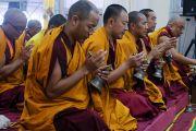 Монахи монастыря Намгьял проводят молебен в рамках подготовительных церемоний к посвящению Калачакры. Бодхгая, штат Бихар, Индия. 8 января 2017 г. Фото: Тензин Чойджор (офис ЕСДЛ)