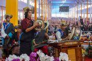 Группа тибетцев исполняет традиционную тибетскую песню во время ритуального танца Калачакры. Бодхгая, штат Бихар, Индия. 9 января 2017 г. Фото: Тензин Чойджор (офис ЕСДЛ)