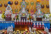 Традиционные подношения на алтаре в храме Калачакры. Бодхгая, штат Бихар, Индия. 9 января 2017 г. Фото: Тензин Чойджор (офис ЕСДЛ)