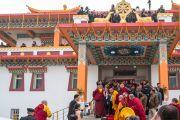 Его Святейшество Далай-лама прощается с верующими по завершении торжественной церемонии открытия монгольского храма Гандан Тегченлинг. Бодхгая, штат Бихар, Индия. 9 января 2017 г. Фото: Тензин Чойджор (офис ЕСДЛ)