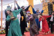 Группа верующих из Калмыкии исполняет традиционный калмыцкий танец во время ритуального танца Калачакры. Бодхгая, штат Бихар, Индия. 9 января 2017 г. Фото: Тензин Чойджор (офис ЕСДЛ)