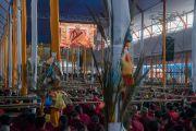 Вид на площадку учений, где установлены большие экраны для трансляции посвящения Калачакры. Бодхгая, штат Бихар, Индия. 10 января 2017 г. Фото: Тензин Чойджор (офис ЕСДЛ)