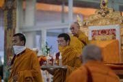 Монахи монастыря Намгьял совершают ритуальные подношения в начале подготовительного посвящения Калачакры. Бодхгая, штат Бихар, Индия. 10 января 2017 г. Фото: Тензин Чойджор (офис ЕСДЛ)