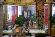 Сикьонг (глава Центральной тибетской администрации) Лобсанг Сенге рассматривает песочную мандалу Калачакры по завершении заключительного, третьего дня 34-го посвящения Калачакры. Бодхгая, штат Бихар, Индия. 13 января 2017 г. Фото: Тензин Чойджор (офис ЕСДЛ)