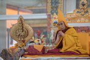 Его Святейшество Далай-лама во время церемонии подношения молебна о долгой жизни. Бодхгая, штат Бихар, Индия. 14 января 2017 г. Фото: Тензин Чойджор (офис ЕСДЛ)