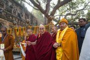 Его Святейшество Далай-лама прибывает в храм Махабодхи. Бодхгая, штат Бихар, Индия. 15 января 2017 г. Фото: Тензин Чойджор (офис ЕСДЛ)