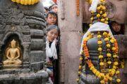 Паломники в храме Махабодхи ожидают в надежде хоть мельком увидеть Его Святейшество Далай-ламу. Бодхгая, штат Бихар, Индия. 15 января 2017 г. Фото: Тензин Чойджор (офис ЕСДЛ)