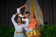 Ученицы Международной школы Матери исполняют традиционный танец в знак приветствия Его Святейшеству Далай-ламе. Нью-Дели, Индия. 21 января 2017 г. Фото: Тензин Чойджор (офис ЕСДЛ)