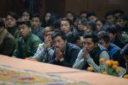 Тибетские студенты, обучающиеся в Дели, слушают беседу Его Святейшества Далай-ламы и Ричарда Дэвидсона о нейронауке и уме. Дели, Индия. 22 января 2017 г. Фото: Тензин Чойджор (офис ЕСДЛ)