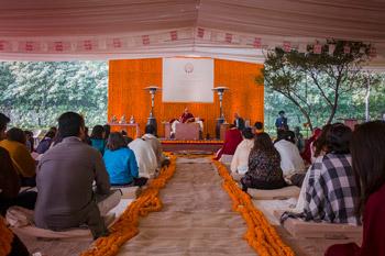 Далай-лама начал учения по просьбе фонда «Видьялока»