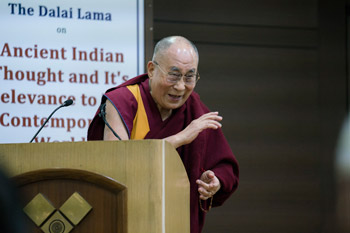 Далай-лама прочел публичную лекцию о древнем индийском наследии по просьбе Международного фонда Вивекананды