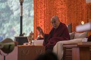 Его Святейшество Далай-лама обращается к собравшимся во время первого дня учений, организованных по просьбе фонда «Видьялока». Нью-Дели, Индия. 3 февраля 2017 г. Фото: Тензин Чойджор (офис ЕСДЛ)