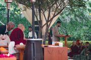 Организатор учений Виир Сингх представляет собравшимся Его Святейшество Далай-ламу. Нью-Дели, Индия. 3 февраля 2017 г. Фото: Тензин Чойджор (офис ЕСДЛ)