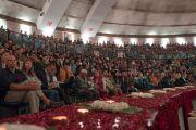 Слушатели во время публичной лекции Его Святейшества Далай-ламы, организованной на стадионе «Талкатора» по просьбе фонда «Видьялока». Нью-Дели, Индия. 5 февраля 2017 г. Фото: Тензин Чойджор (офис ЕСДЛ)