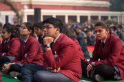 Некоторые из более чем 1300 учащихся из 80 школ слушают наставления Его Святейшества Далай-ламы в монастыре Иисуса и Марии. Нью-Дели, Индия. 6 февраля 2017 г. Фото: Тензин Чойджор (офис ЕСДЛ)