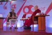 Его Святейшество Далай-лама дает интервью журналисту Шекхару Гупте для его серии «Импровизированных бесед». Нью-Дели, Индия. 6 февраля 2017 г. Фото: Тензин Чойджор (офис ЕСДЛ)