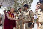 Преподаватели Национальной полицейской академии им. Сардара Валлабхаи Пателя встречают Его Святейшество Далай-ламу. Хайдарабад, штат Телангана, Индия. 11 февраля 2017 года. Фото: Тензин Чойджор (офис ЕСДЛ)