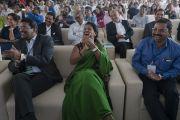 Слушатели во время лекции Его Святейшества Далай-ламы, организованной по случаю закладки первого камня южно-азиатского отделения «Центра за этику и ценности, ведущие к трансформации». Хайдарабад, штат Телангана, Индия. 12 февраля 2017 года. Фото: Тензин Чойджор (офис ЕСДЛ)